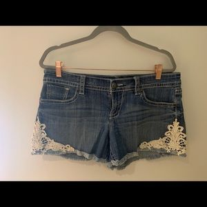 Maurices Size 9-10 stretch denim and lace shorts